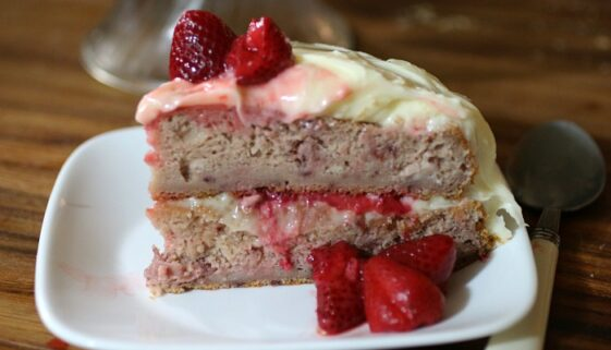 Strawberry-Cake-with-Vanilla-Cream-Cheese-Frosting