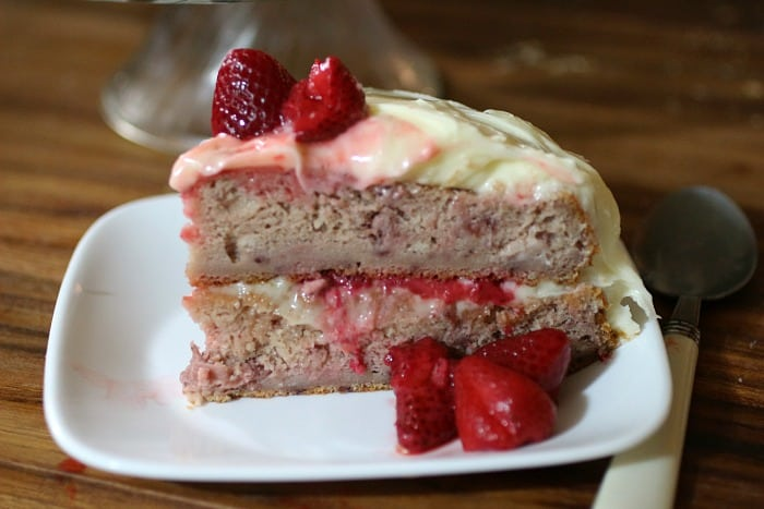Strawberry-Cake-with-Vanilla-Cream-Cheese-Frosting